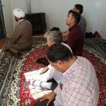 اقامه نماز جماعت و توزیع بروشور نماز